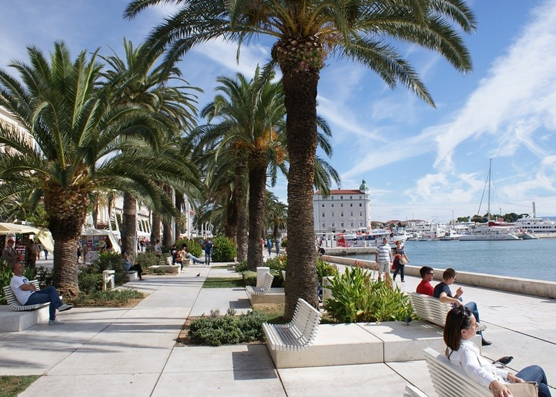 split-seaside-promenade-croatia